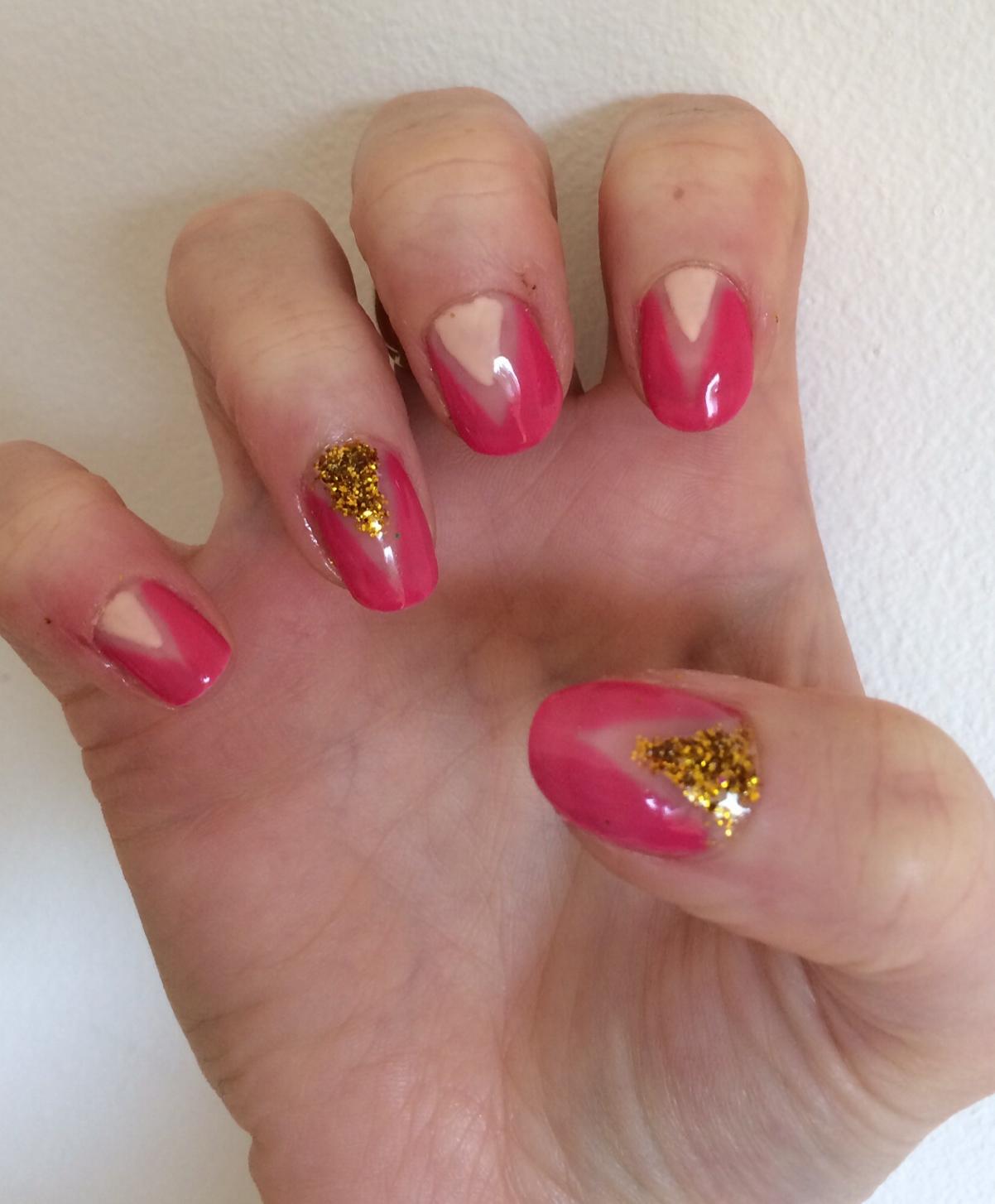 Geometric-glitter-nail-art