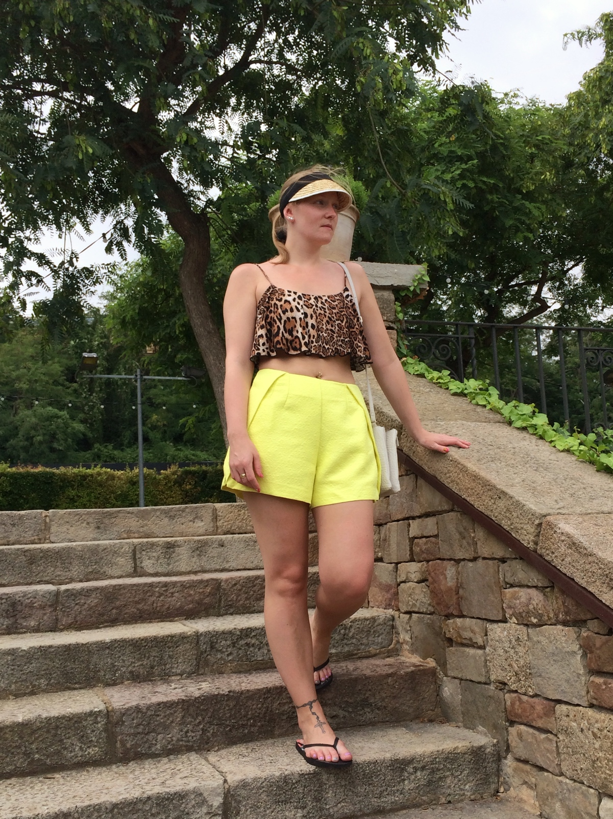 Asos-yellow-shorts-leopard-crop-visor