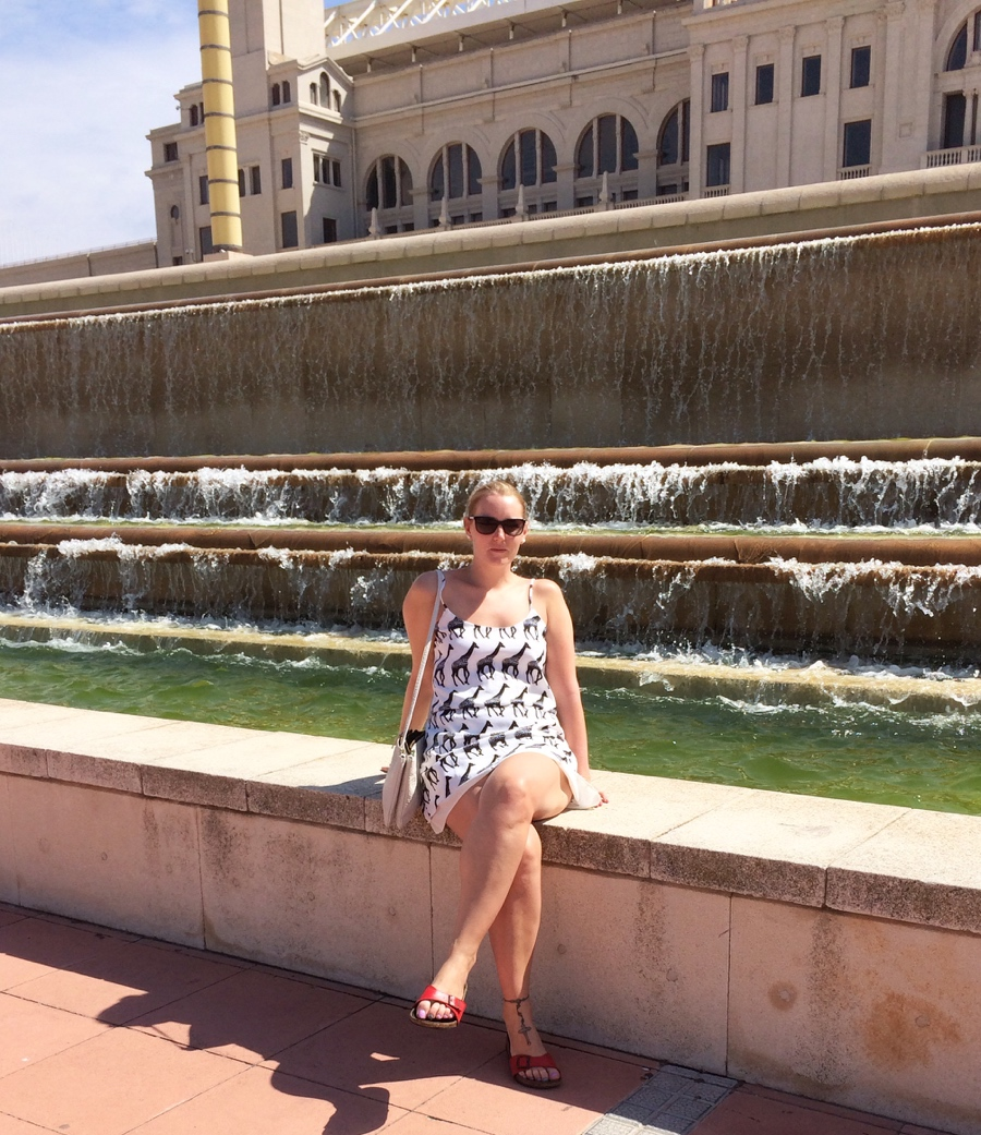 Barcelona-Olympic-waterfall-lavish-Alice-giraffe