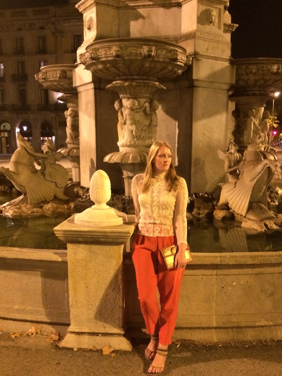 Lace-gold-barcelona-fountain
