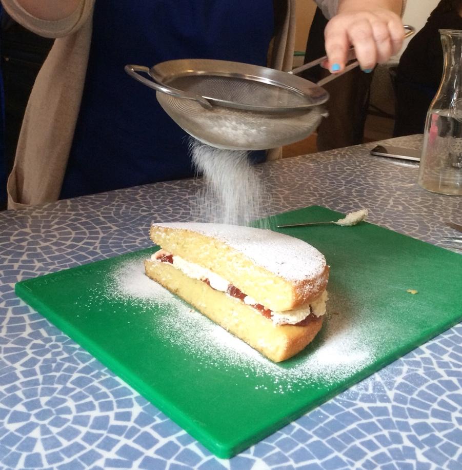 Currys-blogger-bake-off-Victoria-sponge