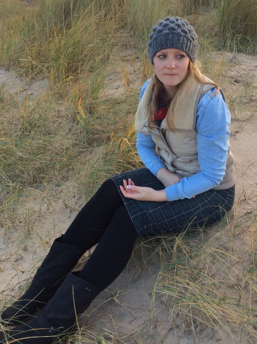Denim-shirt-gilet-winter-beach-ootd