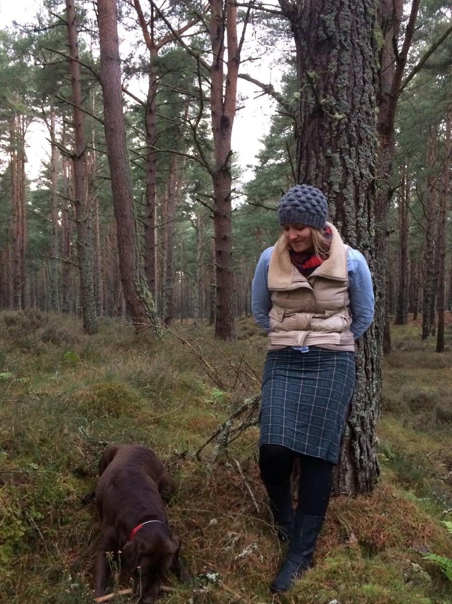 Lossiemouth-forest-tartan-denim-shirt-labrador