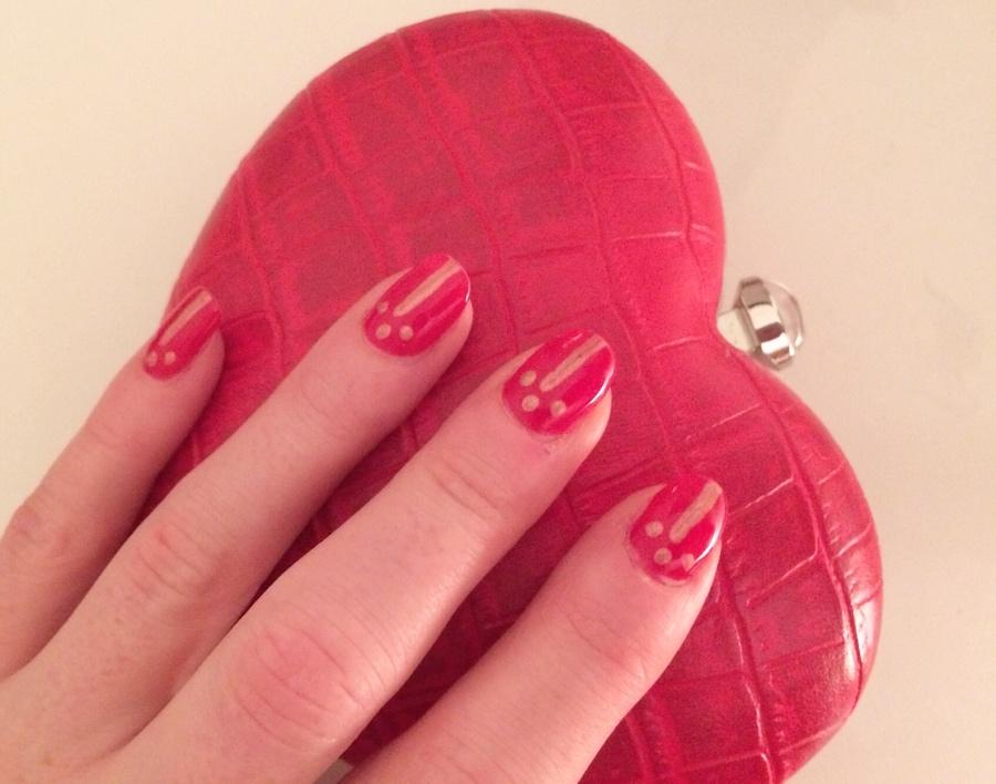 Red-gold-nail-art-heart-clutch