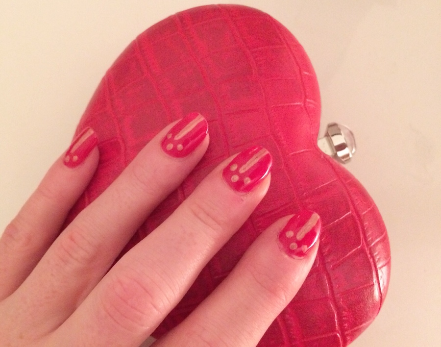 Red-gold-nail-art-heart-clutch