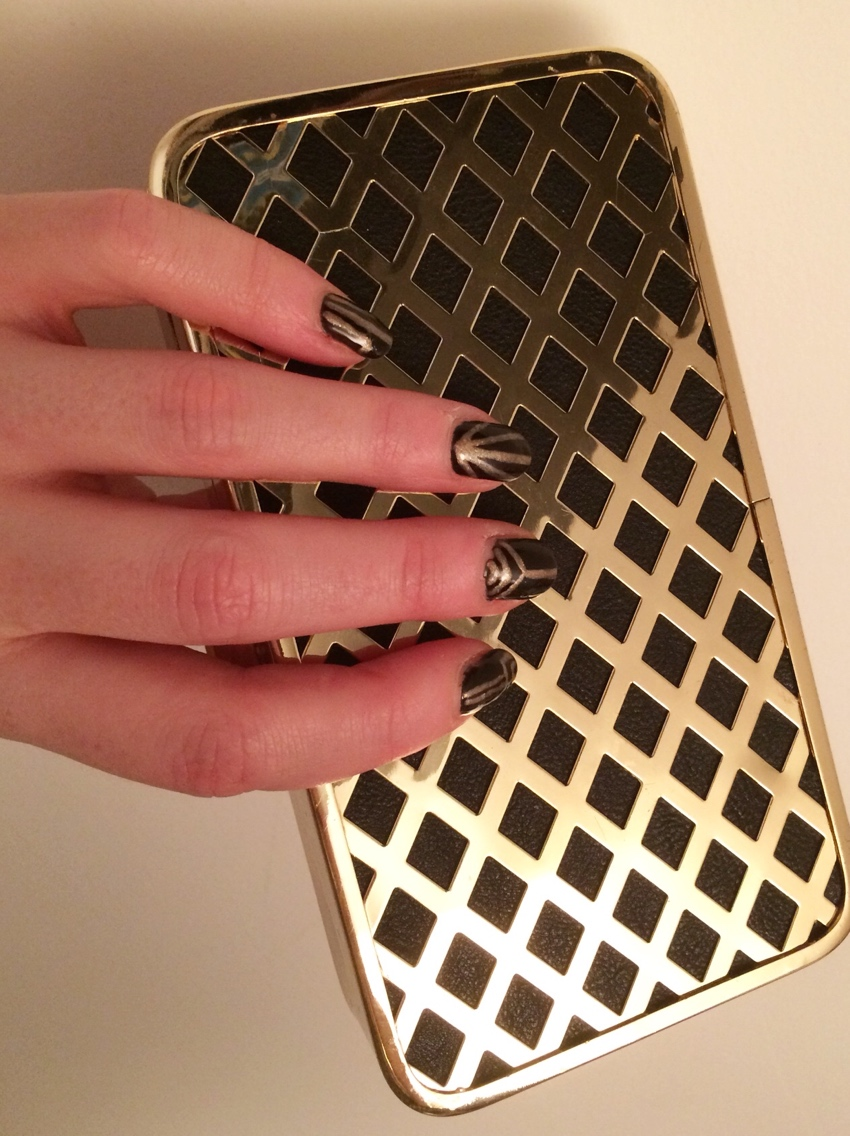 Black-gold-art-deco-nail-art