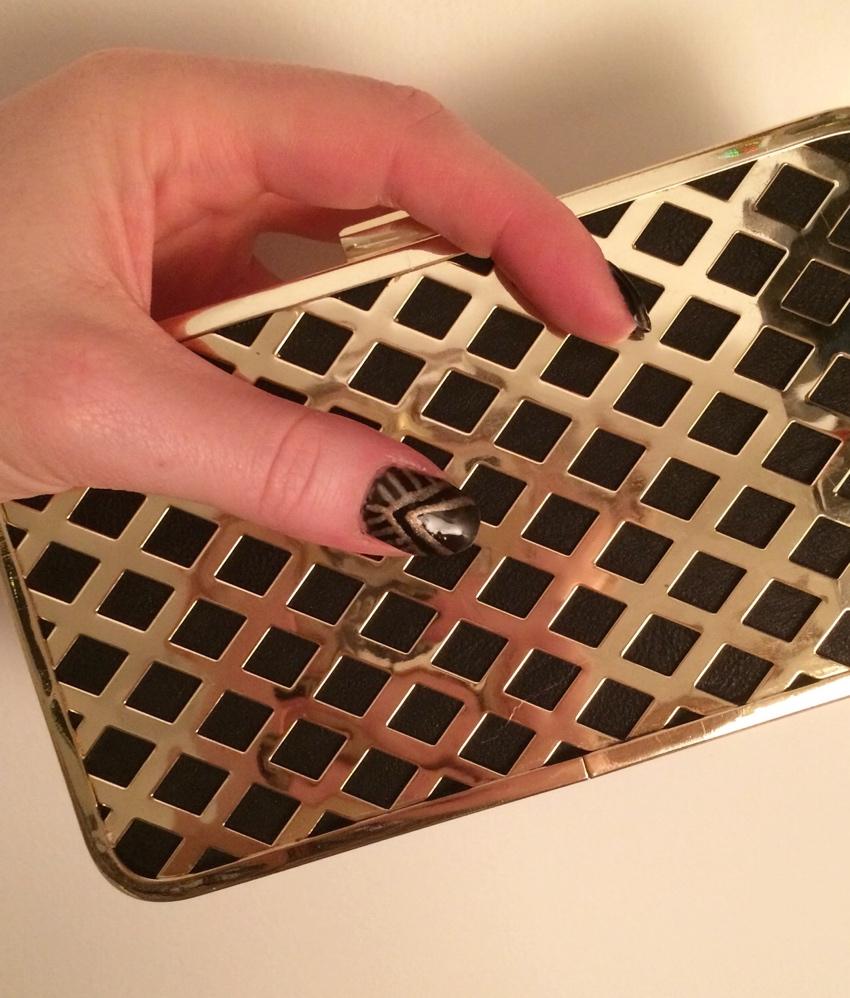 Black-gold-art-deco-nail-art