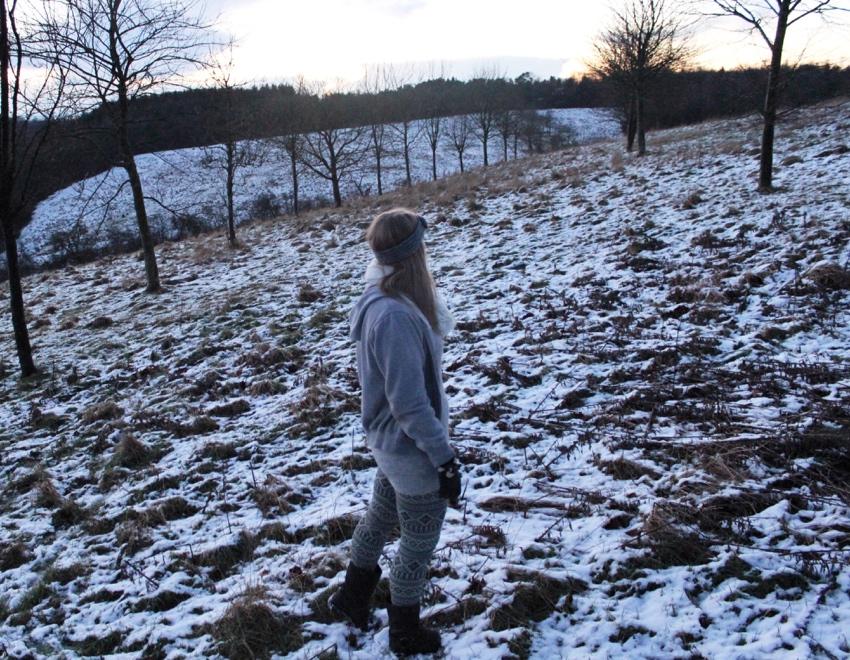 Grey-winter-leggings-layered-hoodie-Glasgow