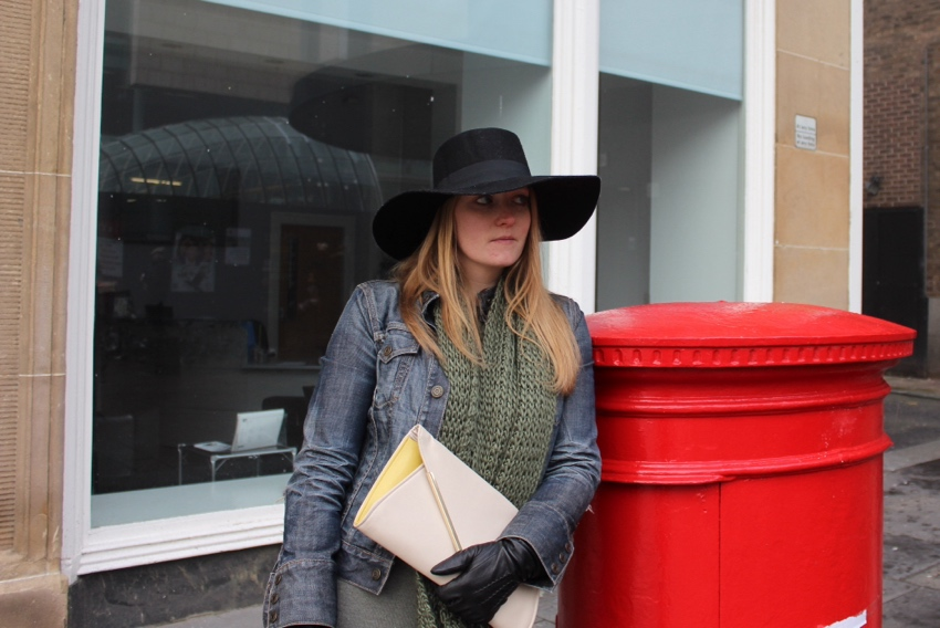 Wide-brimmed-hat-Glasgow-street-style
