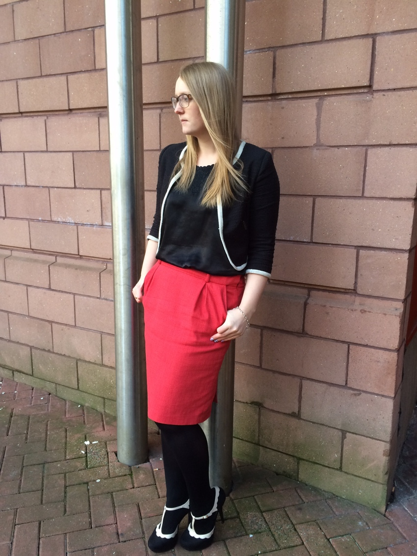 Red-pencil-skirt-office-wear-streetstyle