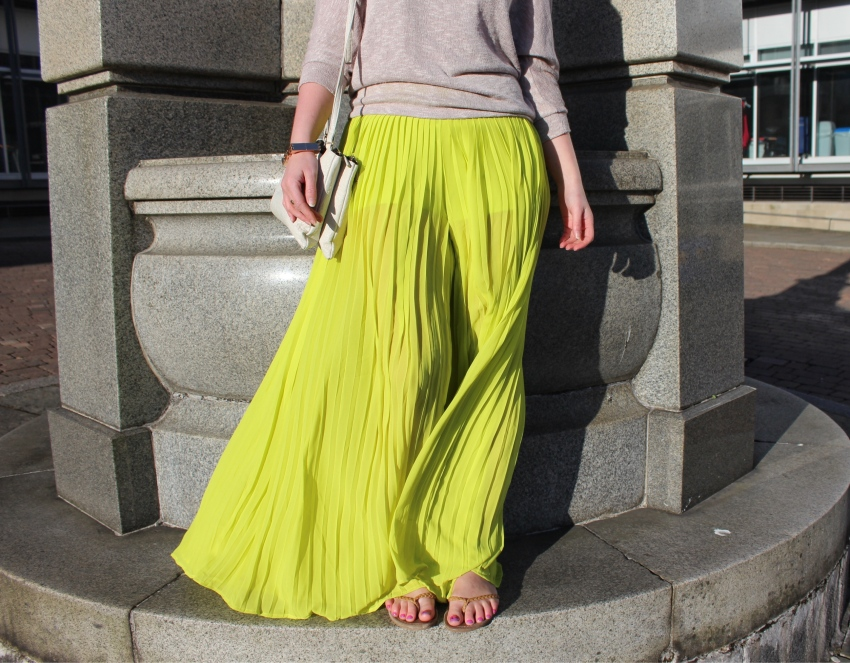 Chartreuse-chiffon-flares-summer-outfit