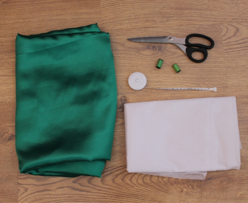 Full-green-skirt-bow-tutorial-livinginaboxx