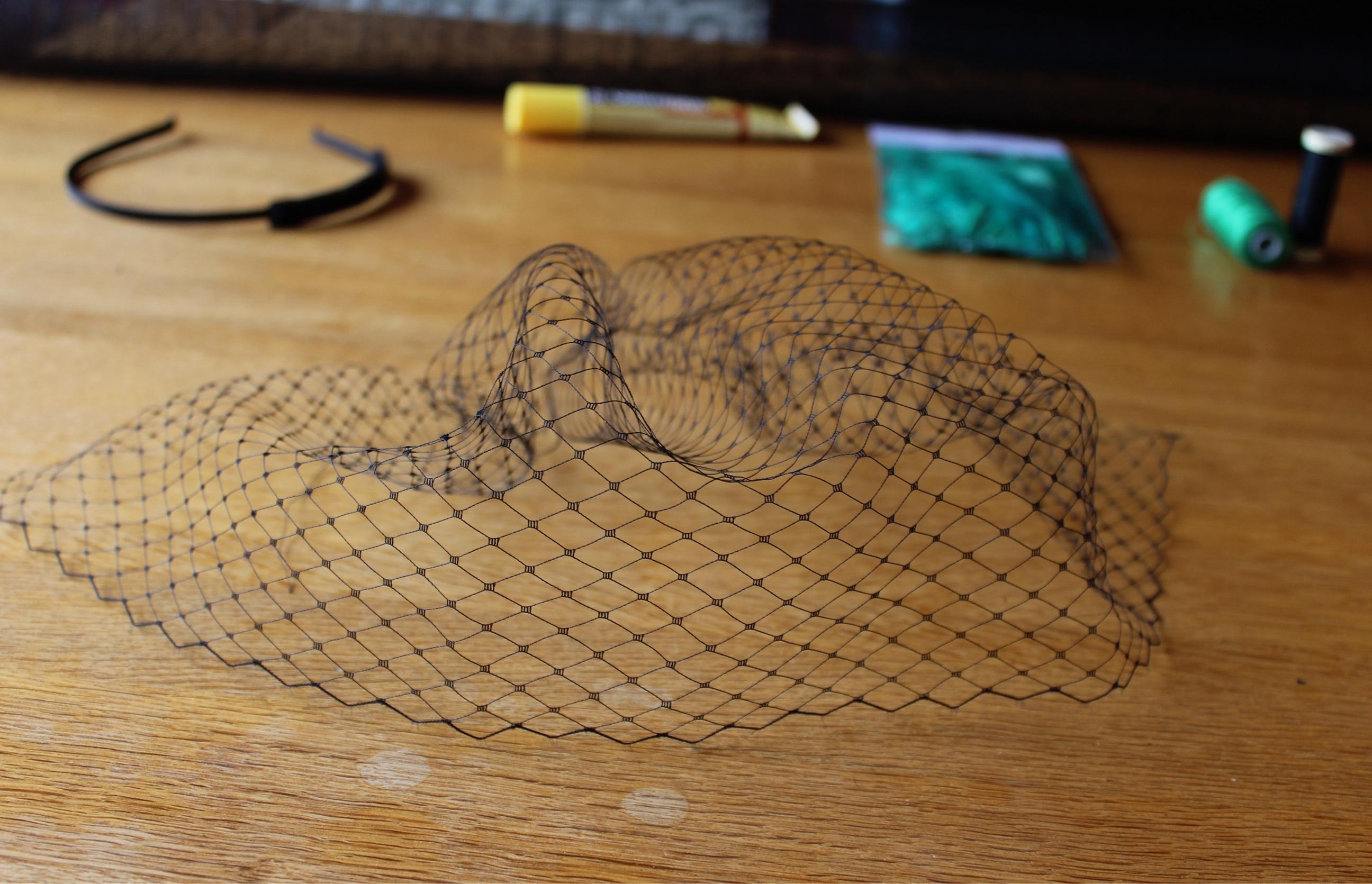 Diy fascinator tutorial diy fascinator birdcage feathers tutorial solutioingenieria Images