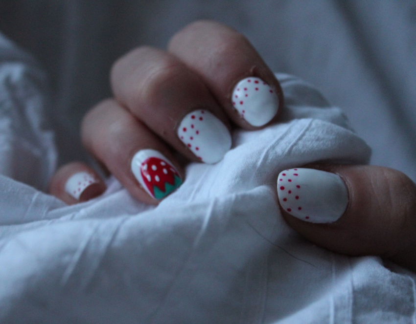 Strawberry-polka-dot-nail-art-tutorial