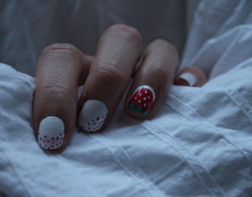 Strawberry-polka-dot-nail-art-tutorial