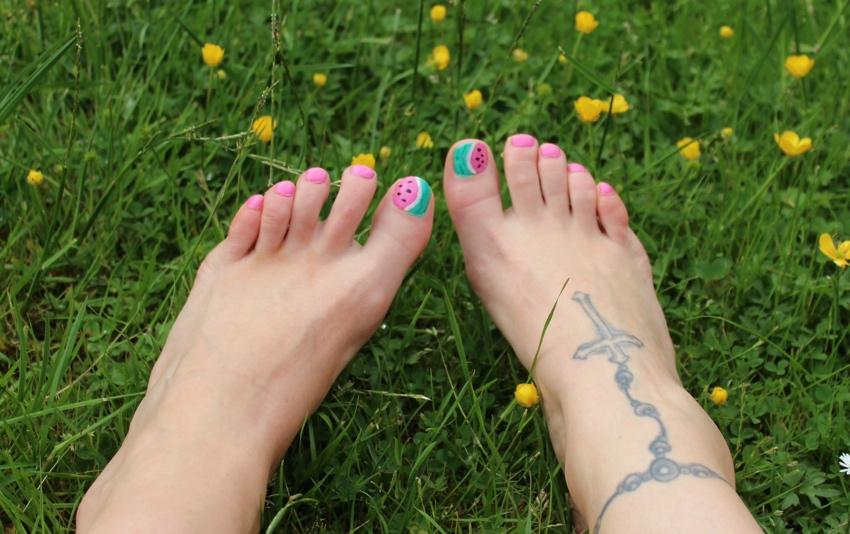 Watermelon-fruit-toe-nail-art-tutorial