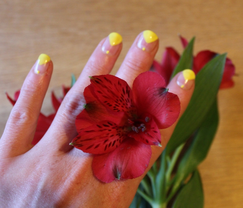 Yellow-colour-block-blank-space-nail-art