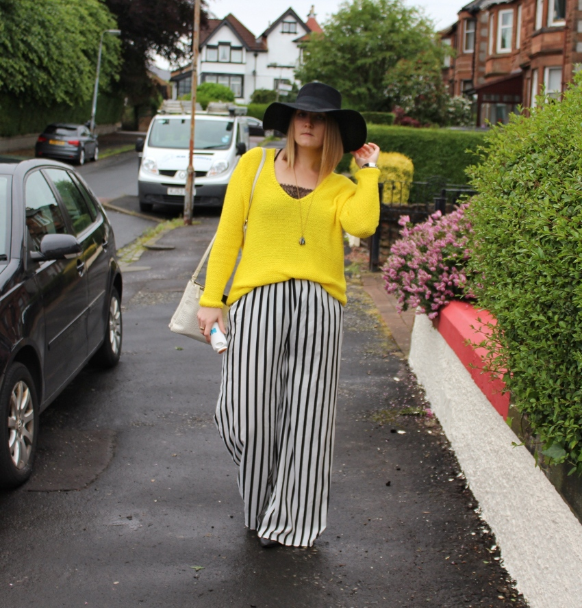 Yellow-sweater-striped-palazzo-seventies-outfit