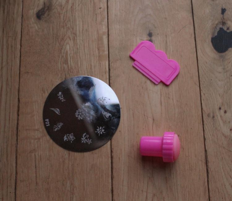 Nail-stamping-kit