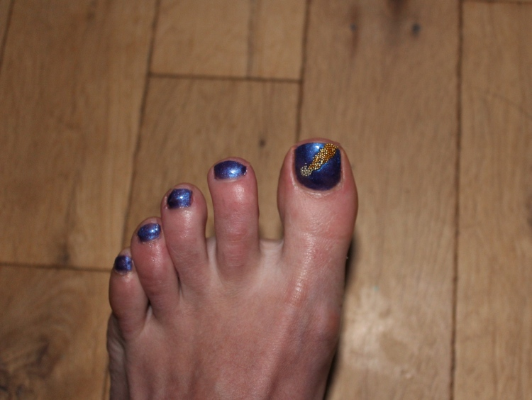 Purple-caviar-flashes-nail-art-tutorial