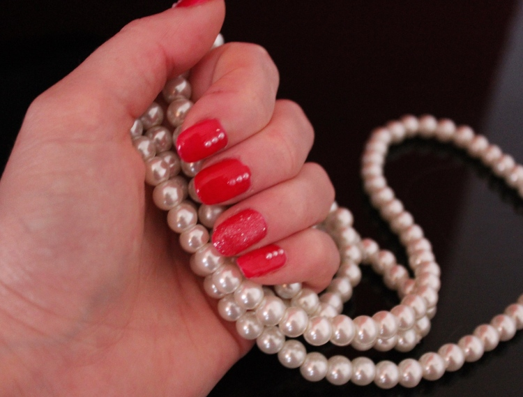Red-gloss-pearl-nail-art-tutorial