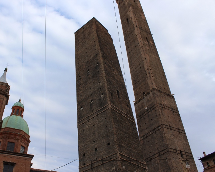 Bologna-travel-guide-leaning-tower