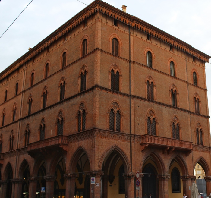 Bologna-travel-guide-porticos