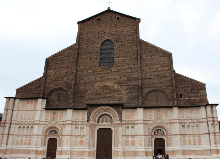Bologna-travel-guide-piazza-maggore