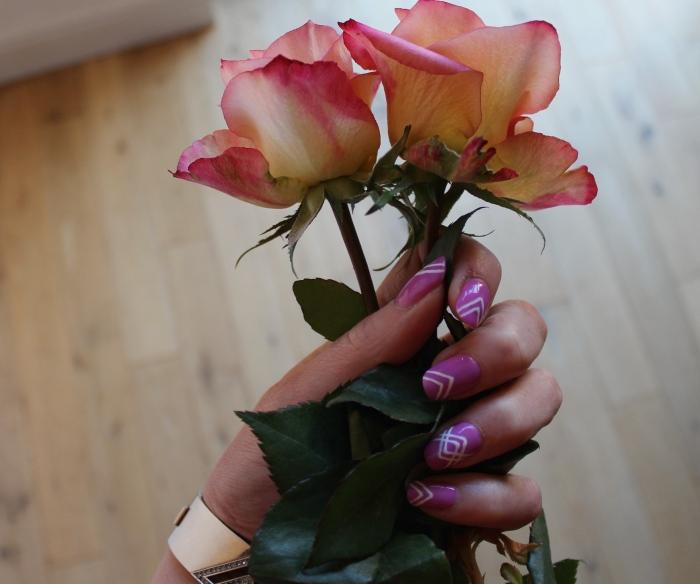 Lilac-geometric-stripe-nail-art