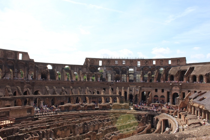 Rome-pantheon-colosseum-forum-street-style