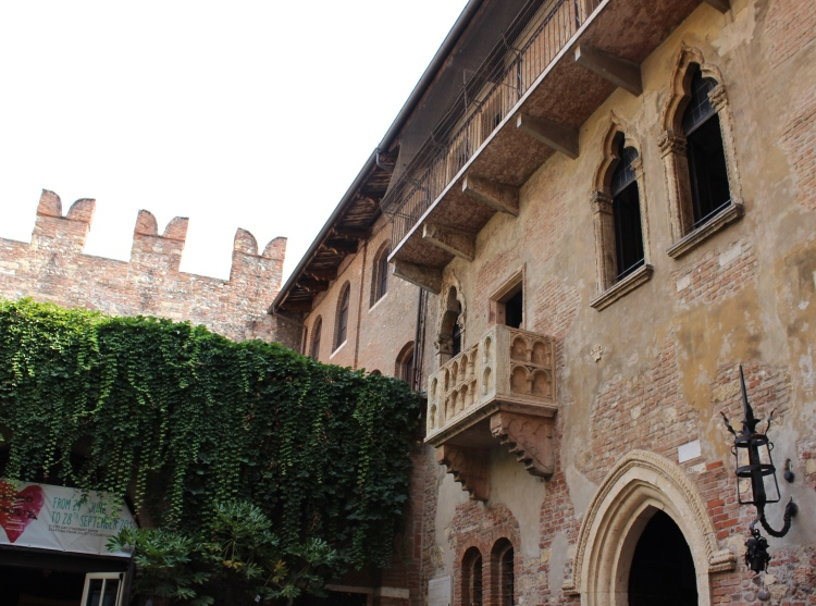 Verona-city-guide-Juliet-balcony