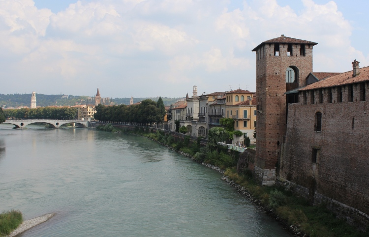 Verona-city-guide-view-Ponte-Scaligero