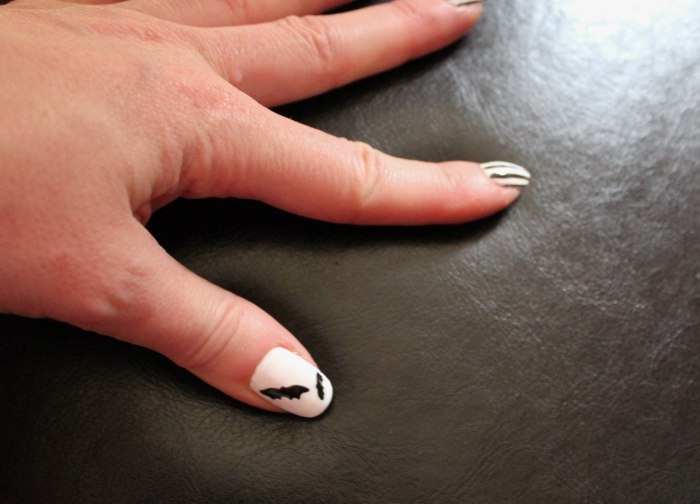 Halloween-nail-art-skull-bats-tutorial