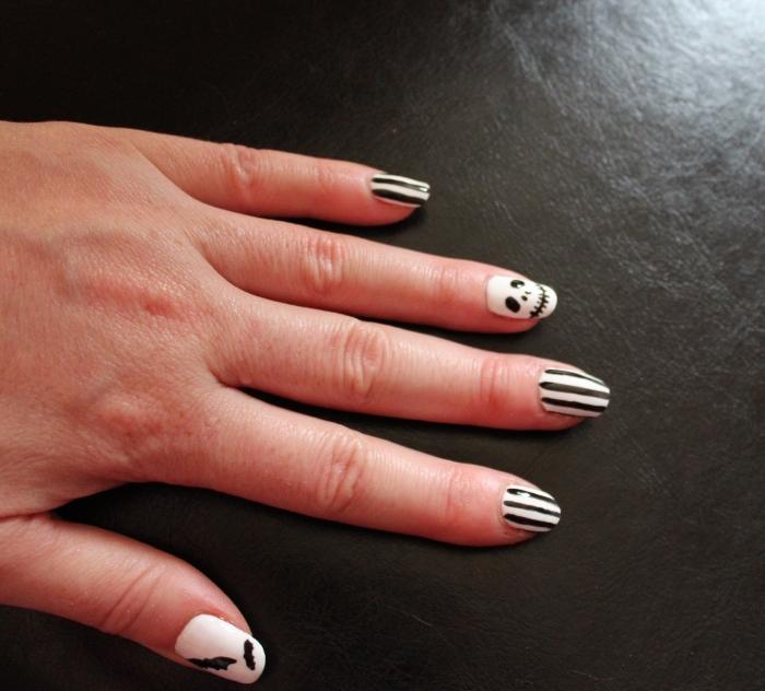 Halloween-nail-art-skull-bats