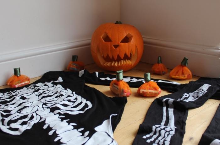 Halloween-pumpkin-crafts-skeleton-costume