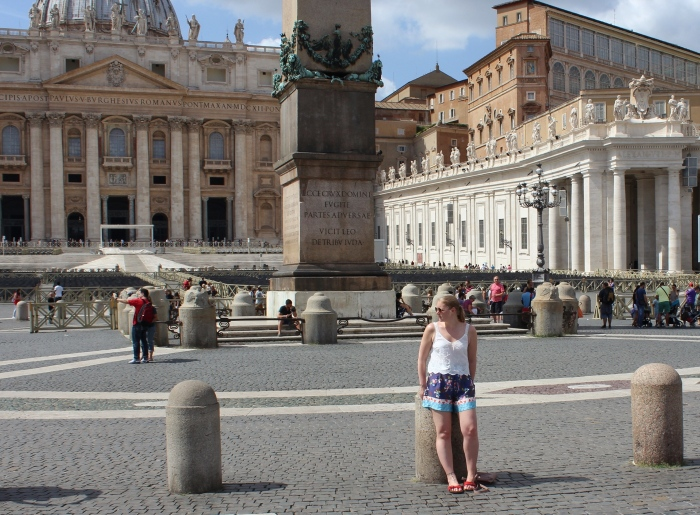 Rome-Vatican-travel-guide-street-style
