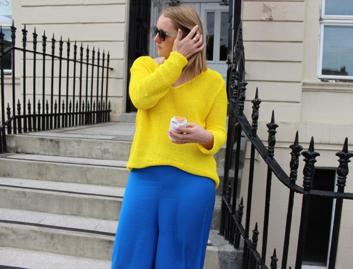 Yellow-jumper-blue-flares-clashing-street-style