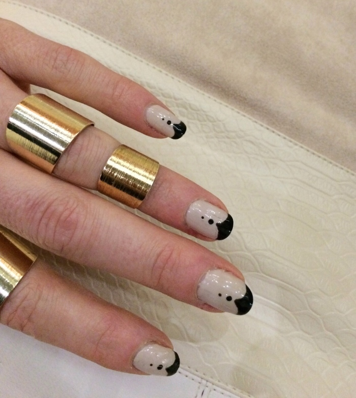 Black-tips-fancy-French-manicure-tutorial