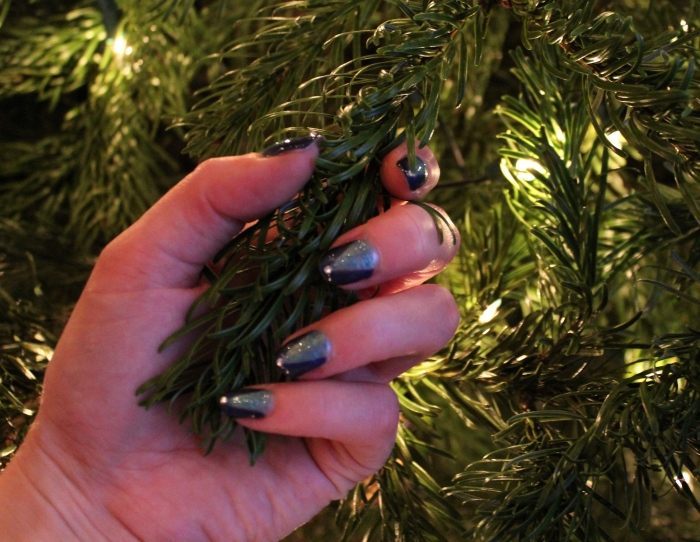 Chic-Christmas-tree-nail-art-tutorial
