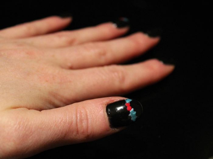 Holly-Christmas-nail-art-tutorial