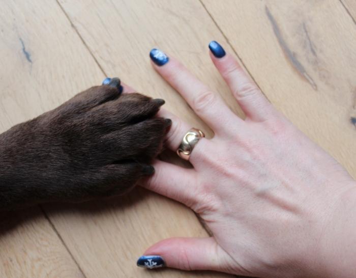 Snowflake-nail-art-tutorial-Labrador-paw