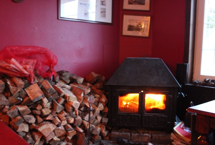 Log-burner-bridge-Orchy-hotel