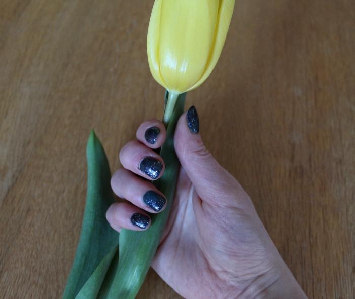 Heat-sensitive-colour-change-glitter-mermaid-nails