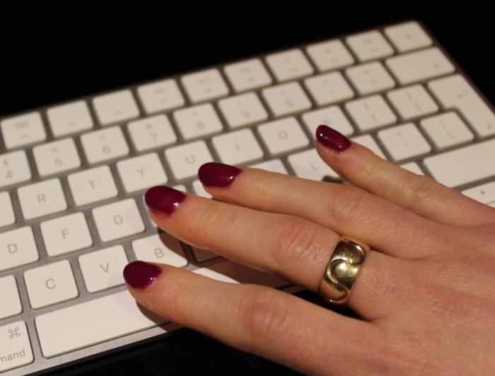 Purple-green-colour-change-shellac-nail-polish