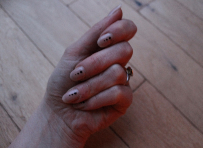 simple-nude-dotted-nail-art