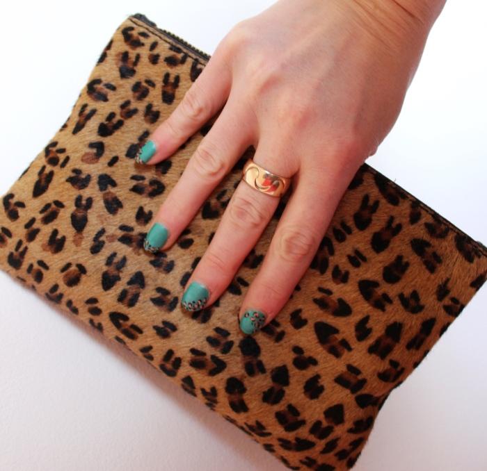 Matt-green-leopard-print-nail-art