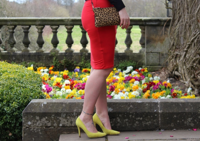 Red-lime-Spring-outfit-country-park-Glasgow