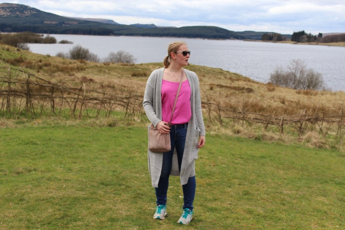 Carron-valley-reservoir-Scotland-jeans-outfit