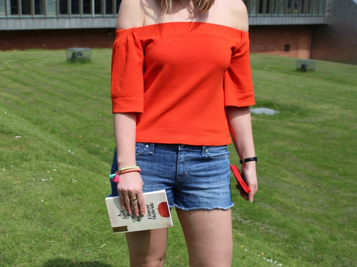 Cut-offs-off-the-shoulder-last-street-style