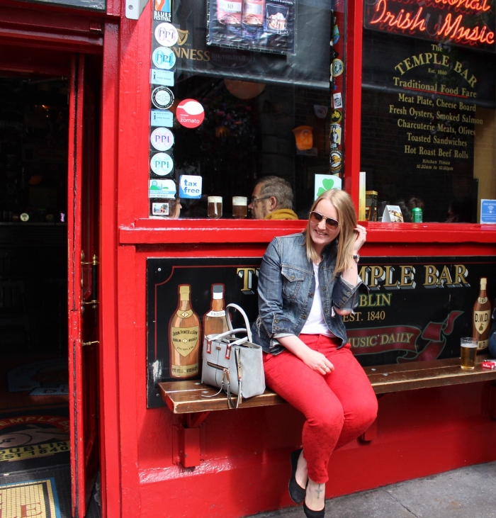 Dublin-day-trip-street-style-red-cigarette-pants